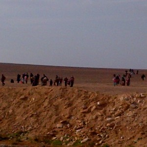 7-Syrian-refugees-crossing-the-boarder-11