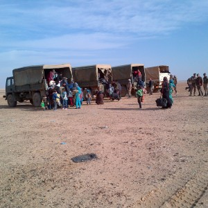 9-Helping-Syrian-refugees-board-Canadian-trucks-Jordanian-border1