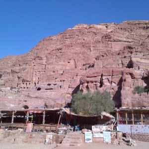 9-Looking-back-on-Petra-shops-in-foreground1